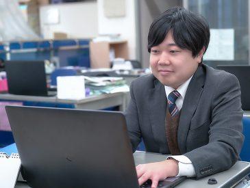 PCを扱う北山さん